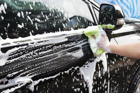 Le shampoing après-lavage.